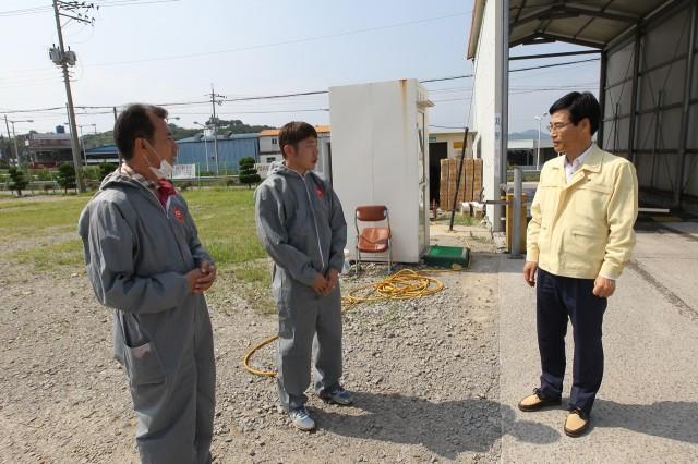 이향래고성군수권한대행 AI근무자 격려방문(2).JPG