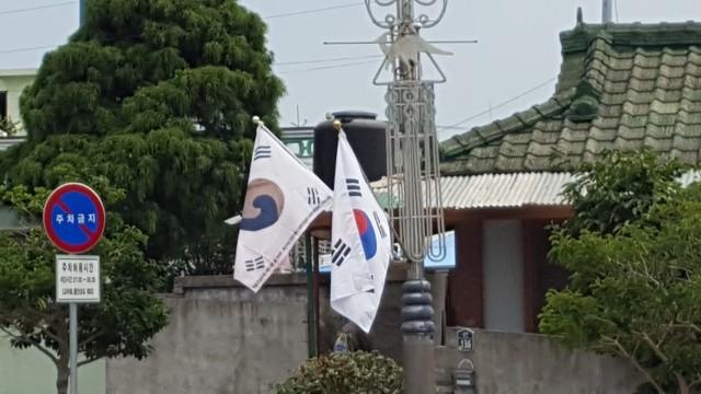 고성군,제72주년광복절맞아진관사태극기게양.jpg