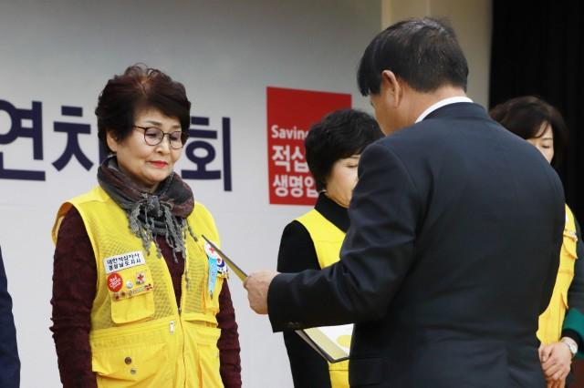 대한적십자사 고성지구회 백순임 직전회장, 자원봉사유공 명예장 수상 (1).JPG