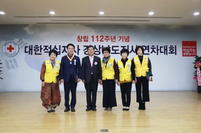대한적십자사 고성지구회 백순임 직전회장, 자원봉사유공 명예장 수상 (2).JPG