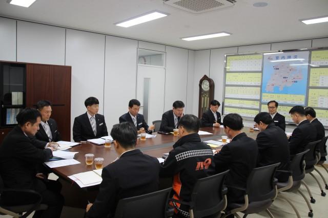 이상규 경남소방본부장 고성소방서 방문.JPG