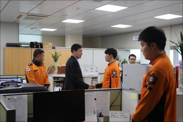 이상규 경남소방본부장 고성소방서 방문 (2).jpg