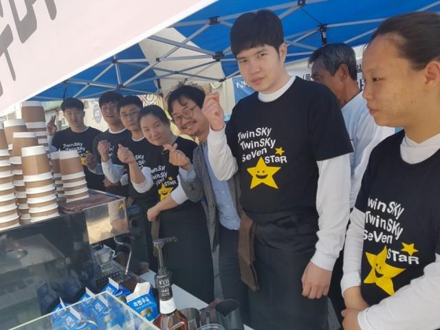 고성군지역사회보장협의체, 장애인 직업교육 '바리스타를 꿈꾸며' 거리카페 운영 (1).jpg