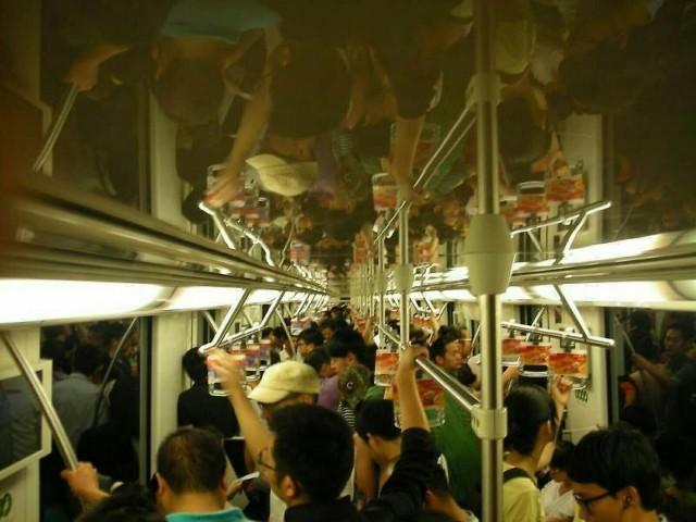 대상 - 지하철 타는 사람들.jpg