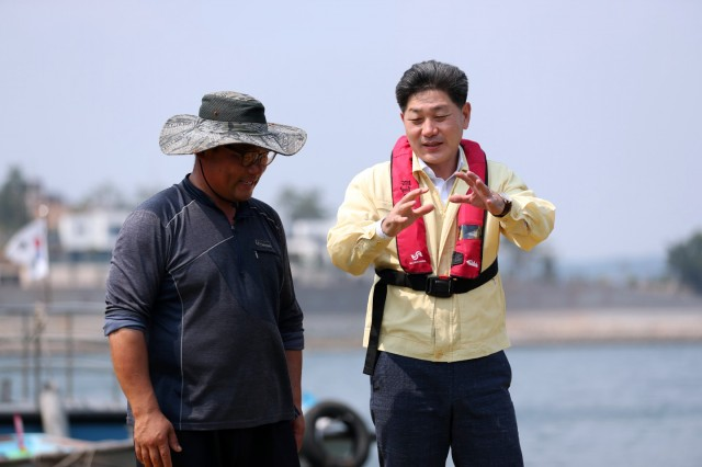 백두현 고성군수, 적조 고수온 피해예방 현장 점검.jpg
