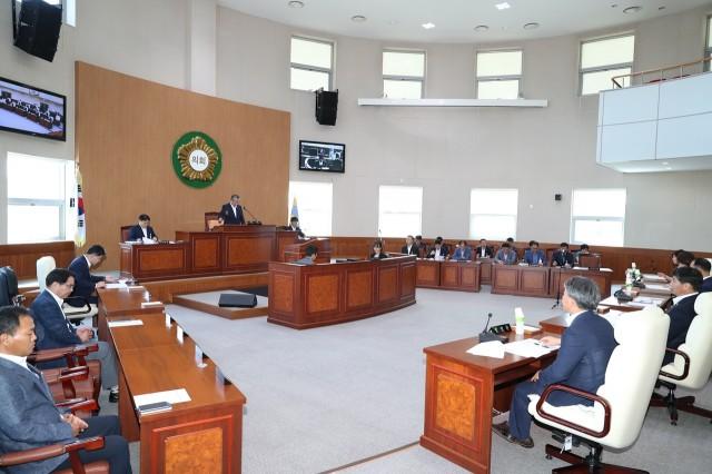 7월31일 제236회 고성군의회 임시회 2차본회의 (2).JPG