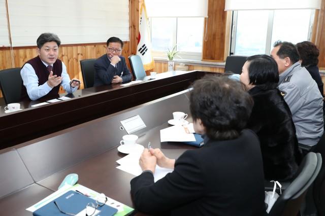 고성군, 치매어르신 안전사고 예방용 배회감지기 보급(재발방치대책간담회) (2).JPG
