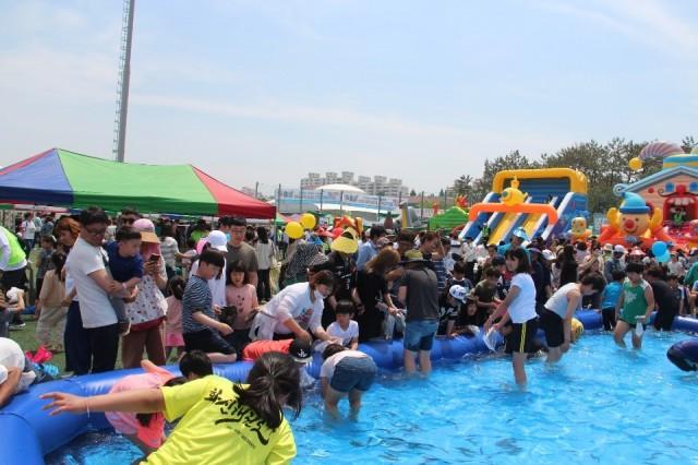 소가야어린이 잔치한마당 및 청소년 축제 2019 행사_미꾸라지 잡기 (4).jpg