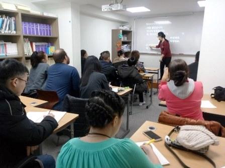 한국어 수업(고려인너머).jpg