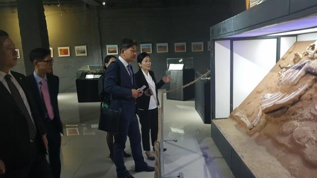 백두현 고성군수, 몽골 방문(중앙몽골공룡박물관 시찰).jpg