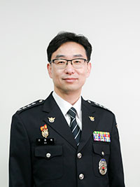 오동욱 서장님 사진(정복).jpg