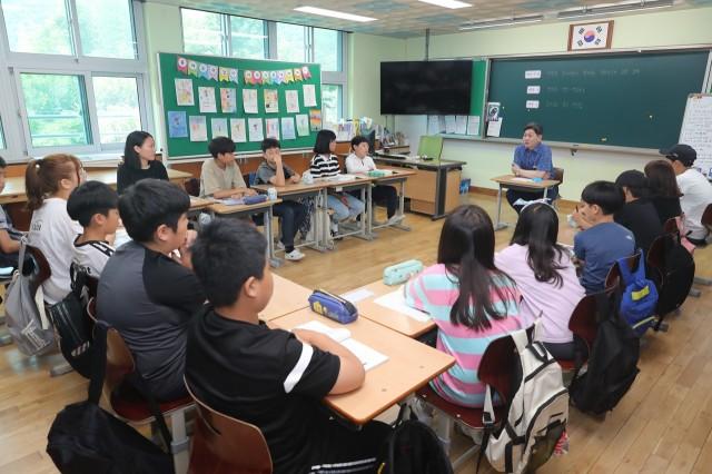 7월17일 백두현 군수 대흥초등학교 공개수업 참석 (2).JPG
