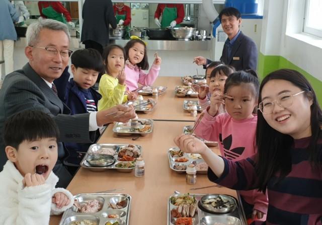고성교육지원청-간부공무원 특별점검 및 돼지고기 소비3.jpg