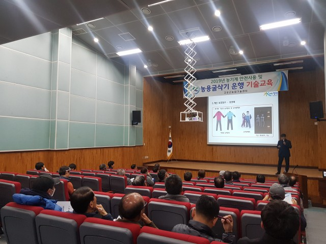고성군, 농업기계 안전사용 및 농용굴삭기 운행 기술교육 실시(2).JPG