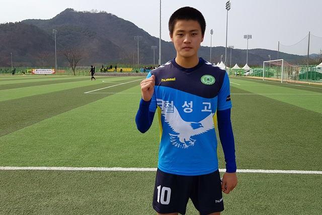 스포츠메카 고성, 철성고 축구부 김다원 선수 스페인프로팀 배출 쾌거(2).jpg