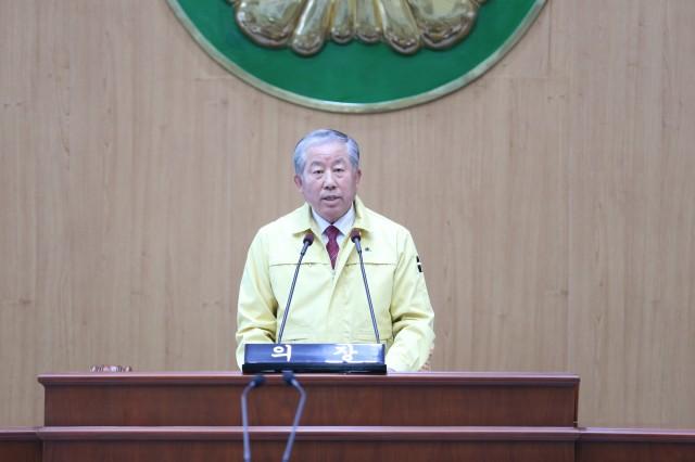 박용삼 의장이 대군민 호소문을 발표하고 있다. (1).JPG