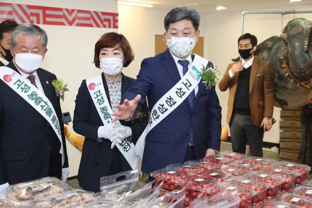 4월29일 고성농특산물 특판점 격려 (5).jpg