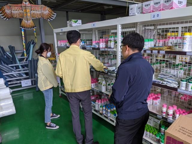 고성군, 농업인을 위한 농약판매업체 지도점검 실시! (2).jpg