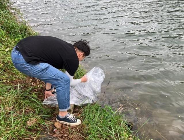 1-1 저수지 및 하천 생태복원 어린물고기 방류-영현면(저수지).jpg