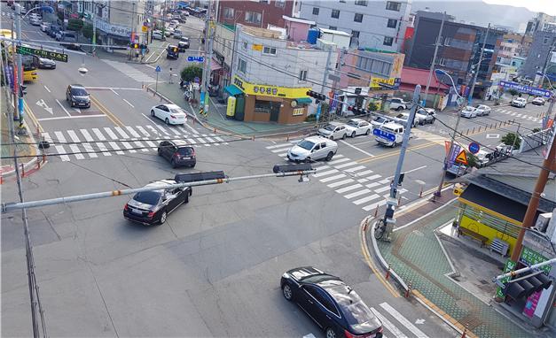 2-1 골목상권이냐 교차로 교통개선이냐-송학사거리 전경.jpg