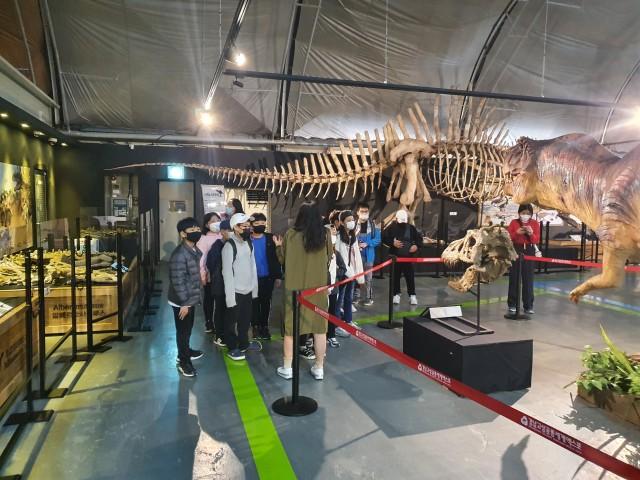 1-1 국내 최초 공개 화석 등 공룡화석특별전 성황리에 종료.jpg