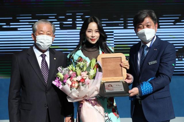 1-1 트롯가수 지원이 홍보대사 위촉.JPG