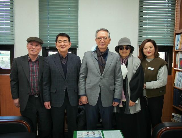 김형오 전국회의장 고성문화원 방문.jpg
