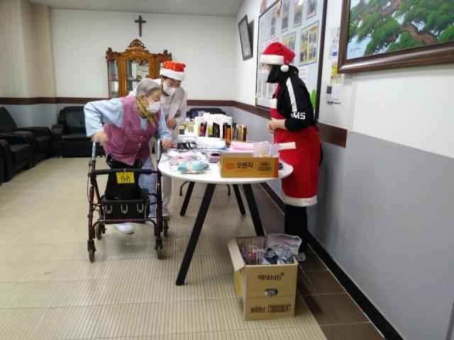 1-2 고성요양병원 따뜻한 이웃사랑 나눔실천-프리마켓.jpg