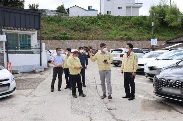 2-2 집중호우 피해지역에 집 사러 간 군수.JPG