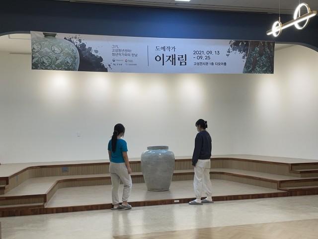 1-1 고성군 청년단체 모난돌 청년 작가 전시 활동 펼쳐.JPG